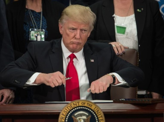 Чому Трамп тягне з новими санкціями проти Росії