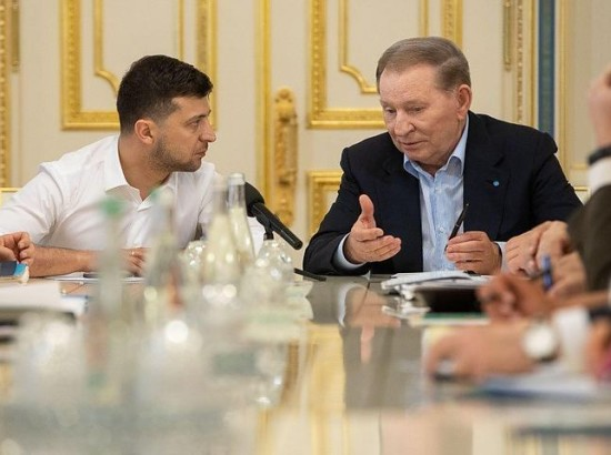 Чи повинна Україна призупиняти участь у мінських переговорах?