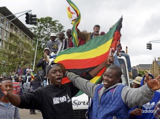 """Зимбабве: """"Лакост"""" против """"Гуччи"""""""