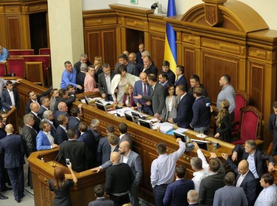 """""""Підводні рифи"""" у законах про Донбас"""