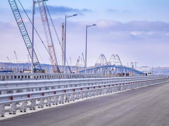 """""""Он рухнет"""": появилось объяснение спешке Путина открыть Крымский мост"""