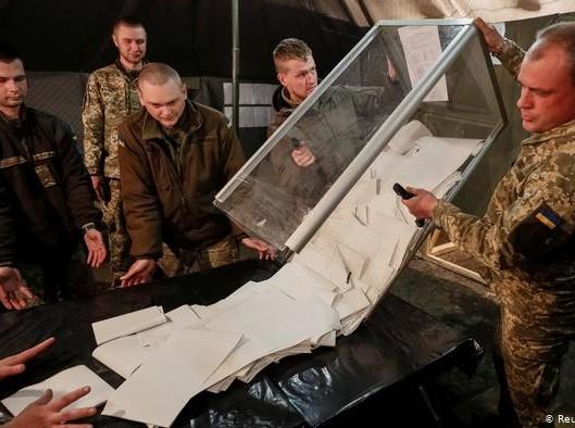 Куди рухатиметься Україна - прогнози експертів